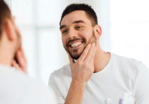 Caso de apiñamiento dental severo corregido con Invisalign